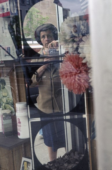 04-vivian-maier-self-portraits-photographs-by-vivian-maier-edited-by-john-maloof-published-by-powerhouse-books