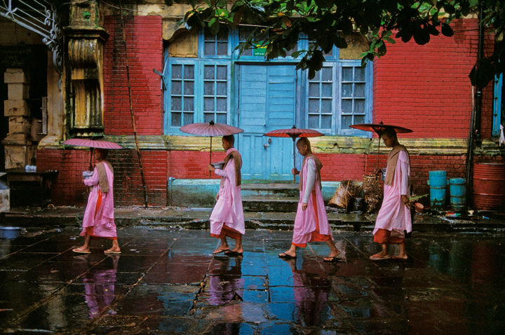 McCurry_ProcessionNuns72